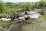 Под Бишкеком устроили гонки на внедорожниках — видео экстремального заезда