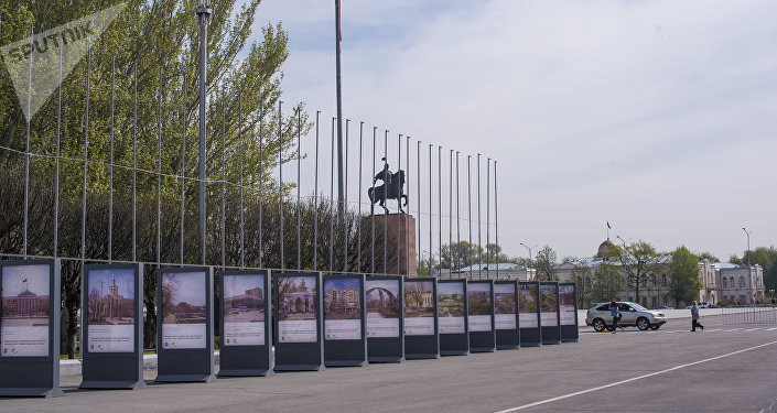 Первая включает архивные фото 1950–1980 годов, где запечатлены городские объекты, построенные в советское время