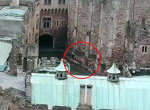Дрон случайно запечатлел призрак всадника в старинном английском замке