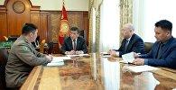 Президент Кыргызской Республики Сооронбай Жээнбеков принял председателя Государственной пограничной службы Кыргызской Республики Уларбека Шаршеева. 17 апреля 2018 года