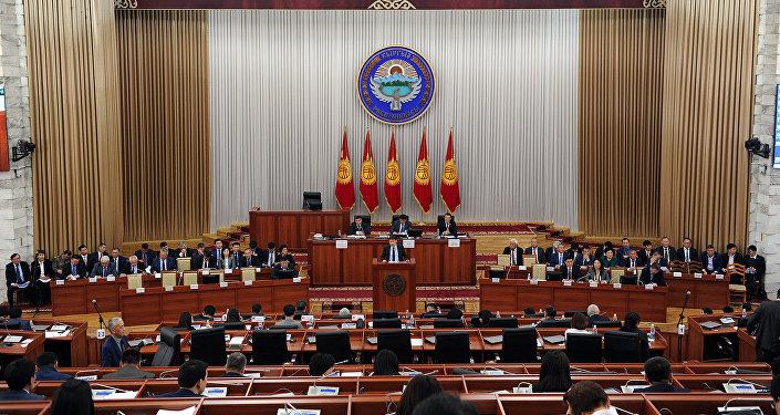 Утвержден новый состав кабмина Киргизии воглаве сАбылгазиевым