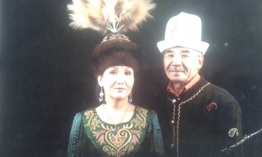 Кыргызский актер Назирет Дубашев с супругой