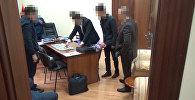 Видео задержания сотрудника Генпрокуратуры с $200 тыс взятки — он был спокоен