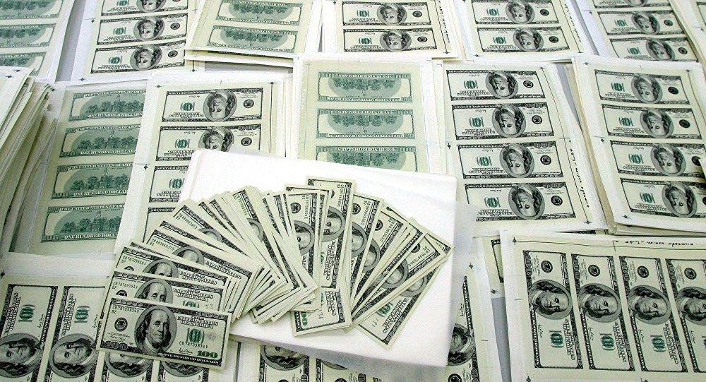 Поддельные долларовые купюры. Архивное фото
