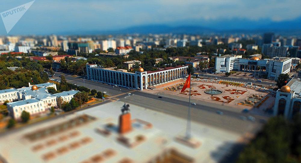 Вид на площадь Ала-Тоо в центре Бишкека. Эффект тилт-шифт. Архивное фото