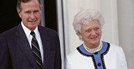 Архивное фото президента США Джорджа Буша с супругой Барбарой