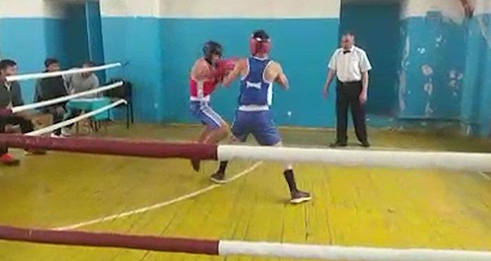 Печально! В каких условиях боксеры соревновались на турнире — видео