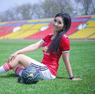 Футбол сулуусу — 2018 конкурсун жеңүүчүсү Нарис Оморова