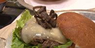Вы съели бы это? Гамбургер с пауком делают в США — видео