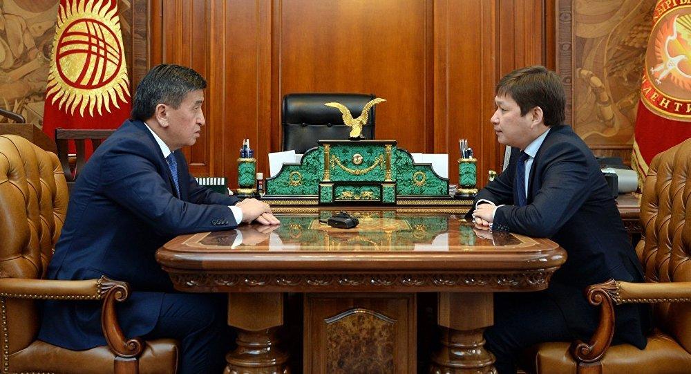 Архивное фото президента КР Сооронбая Жээнбекова и премьер-министра Сапара Исакова