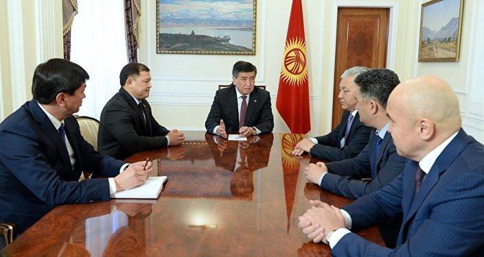 Президент КР Сооронбай Жээнбеков встретился с лидерами фракций коалиции большинства в ЖК