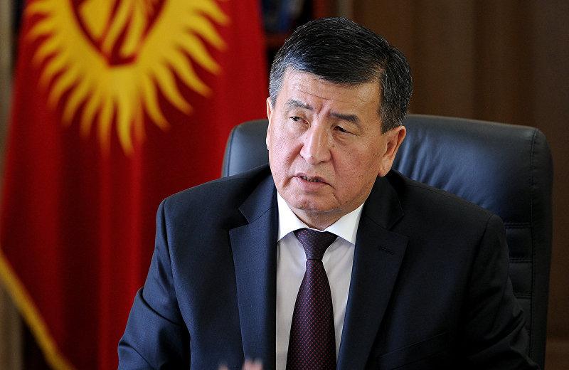 Премьер-министр Кыргызской Республики Сооронбай Жээнбеков в рабочем кабинете