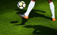 Футболист во время тренировок. Архивное фото