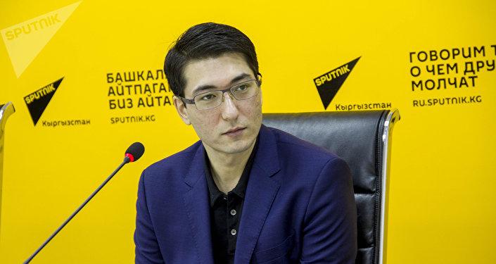 Сын писателя Чингиза Айтматова, художник Эльдар Айтматов. Архивное фото