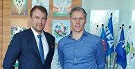 Встреча тренера сборной КР по футболу Александра Крестинина с главой отдела FIFA Марко ван Бастеном