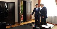 Премьер-министр КР Мухаммедкалый Абулгазиев и первый вице-премьер-министр Кубатбек Боронов приступили к исполнению своих обязанностей