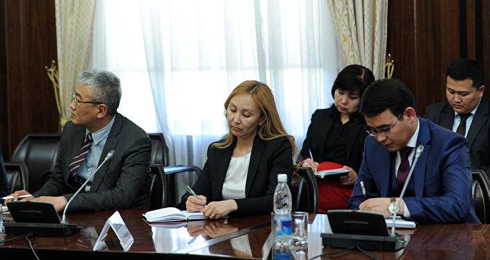 Премьер-министр КР Мухаммедкалый Абулгазиев провел первое рабочее совещание