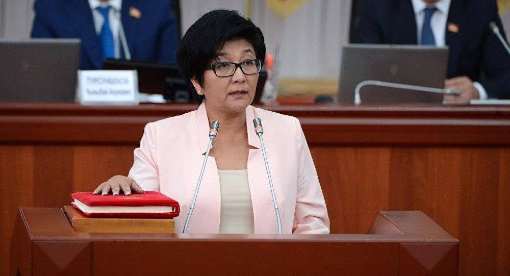 Министр труда и социального развития Таалайкуль Исакунова. Архивное фото