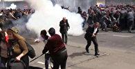 Гранаты и дымовые шашки — видео разгона митинга в Армении