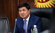 Премьер-министр Кыргызской Республики Мухаммедкалый Абылгазиев провел рабочее совещание с участием членов Правительства Кыргызской Республики и руководителей административных ведомств. 23 апреля, 2018 года