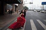 Молодожены на улице Нанжинг в Шанхае. Архивное фото