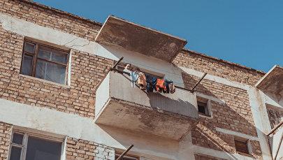Полузаброшенный дом в микрорайоне города Кемин