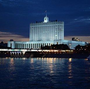 Вид на Дом правительства Российской Федерации с набережной Тараса Шевченко в Москве. Архивное фото