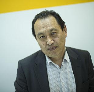 Кыргызстан киноматографисттер союзунун төрөгасы Таалайбек Кулмендеев