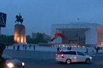 Шквальный ветер сорвал флаг на площади Ала-Тоо — видео момента падения