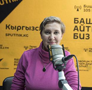 SMM-специалист Светлана Марголис во время интервью на радиостудии Sputnik Кыргызстан