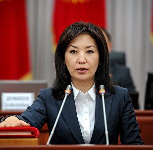 Министр юстиции Кыргызской Республики Айнур Абдылдаева во время присяги на заседании Жогорку Кенеша