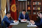 Рабочее совещание премьер-министра КР Мухаммедкалыя Абылгазиева с министром здравоохранения Космосбеком Чолпонбаевым