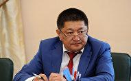 Архивное фото министра здравоохранения КР Космосбека Чолпонбаева