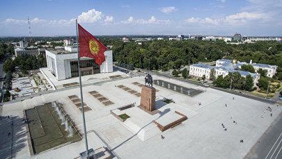 Памятник Манасу на центральной площади Ала-Тоо в Бишкеке. Архивное фото