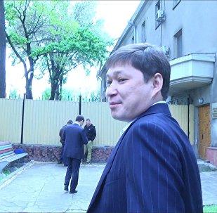 Видео прибытия Сапара Исакова на допрос в ГКНБ