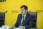 Аредседатель Бишкекского городского кенеша Алмаз Кененбаев во время видеомоста в мультимедийном пресс-центре Sputnik