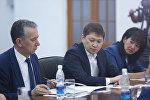 Мурдагы премьер-министр Сапар Исаков жана Фарид Ниязов. Архив
