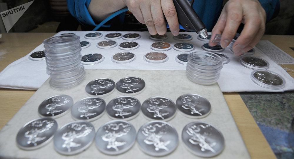 Чеканка монет. Архивное фото