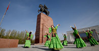 Национальный танец на площади Ала-Тоо к Дню города