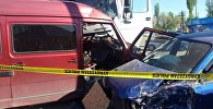 В Бишкеке по улице Алматинской ниже проспекта Жибек Жолу столкнулись грузовик, микроавтобус и легковое авто