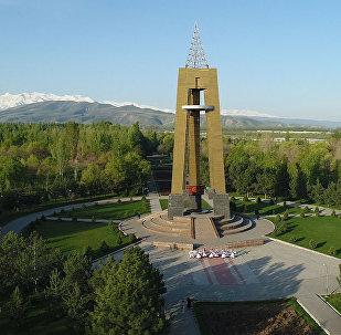 Түштүк дарбазадагы керемет бий. Бишкектин 140 жылдык майрамы. Видео