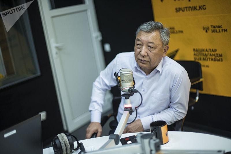 Врач-хирург высшей категории Болот Иманов во время интервью корреспонденту Sputnik Кыргызстан