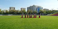 Девушки станцевали на центральном стадионе — подарок Бишкеку к 140-летию