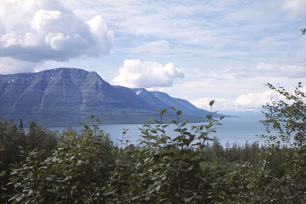 Озеро Лама в Красноярском крае отличается большой глубиной (свыше 300 метров) и чистой холодной водой. Оно находится на территории Путоранского государственного заповедника, признанного объектом всемирного наследия в 2010 году.