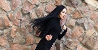 Обладательница титула Мисс Бишкек — 2018 Асранкул кызы Сезим во время фотосета