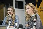Журналистки Ольга Ковалева и Юлия Варавина во время беседы на радио Sputnik Кыргызстан