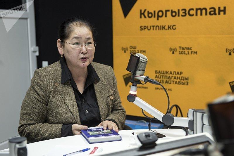 Вице-мэр Бишкека по социальным вопросам Айгуль Рыскулова во время интервью на радиостудии Sputnik Кыргызстан