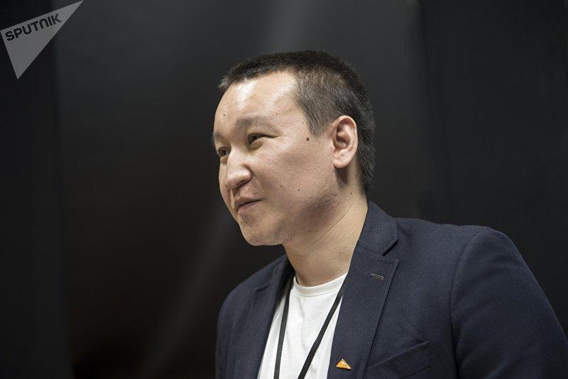 Шеф-редактор Sputnik Кыргызстан Эркин Алымбеков во время интервью