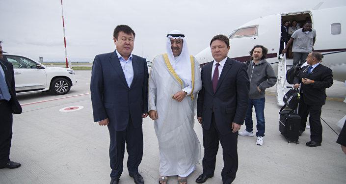 В Международном аэропорту Манас гостя встретили президент Национального олимпийского комитета КР Шаршенбек Абдыкеримов и директор Госагентства спорта Канат Аманкулов
