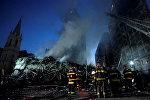Пожарные стояли возле здания, рухнувшего в центре Сан-Паулу. Бразилия 1 мая 2018 года